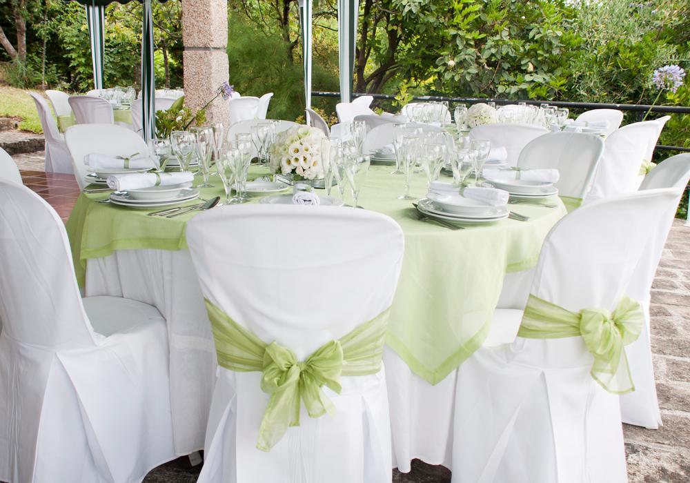 81262285-wedding-reception-tables